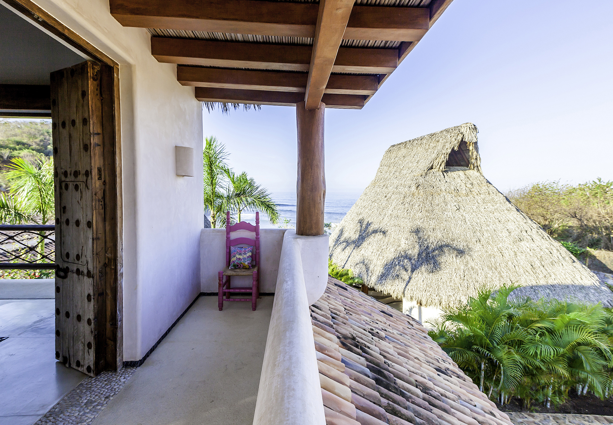 Balcony suite luxury mexico rental casa en las rocas for Balcony overlooking ocean