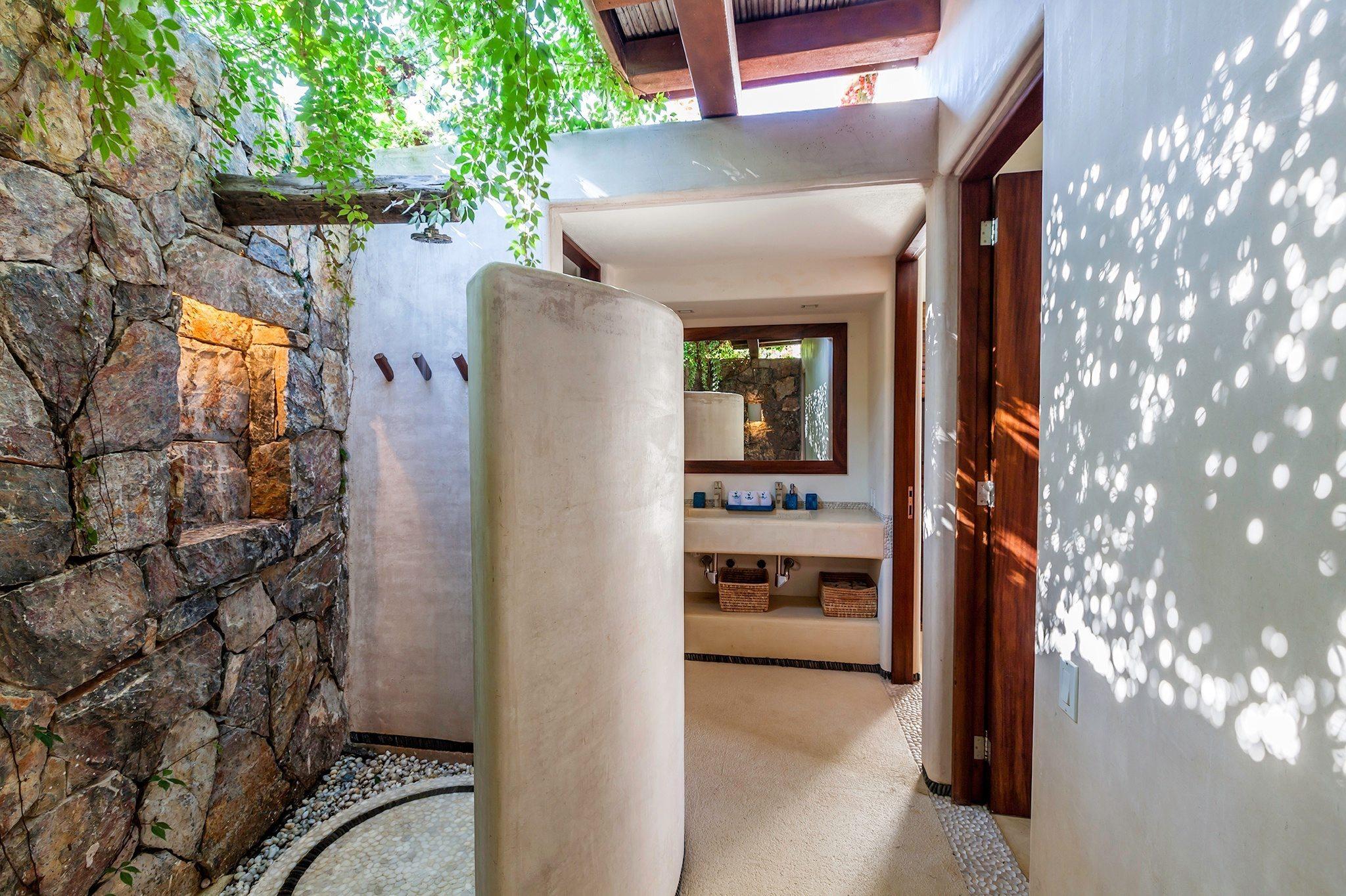 Garden Apartment Outdoor Shower