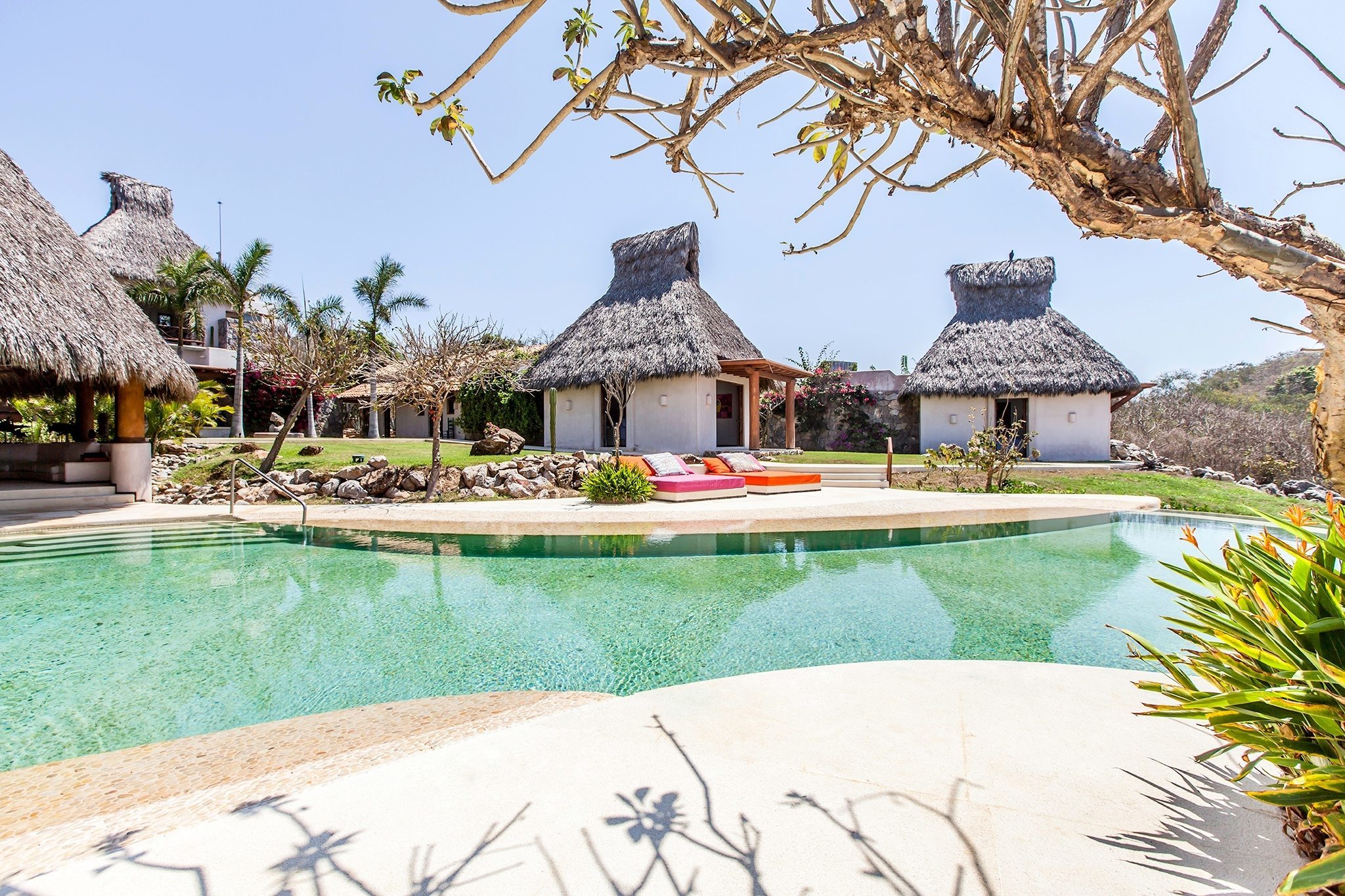 Poolside Beds Suites & Poolside Beds Suites | CASA EN LAS ROCAS